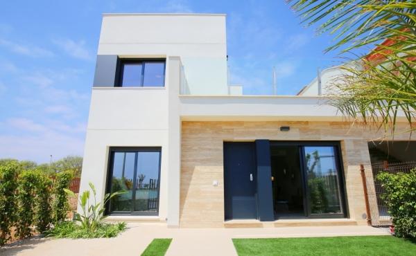 Semi detached villa walking distance to the beach