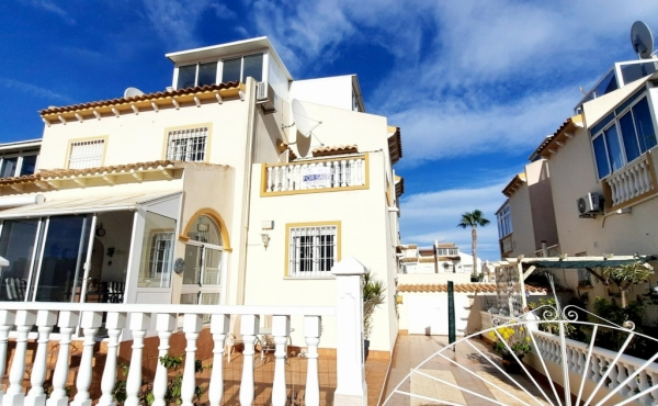 A superb 2/3 bed south facing townhouse in a great location in Playa Flamenca