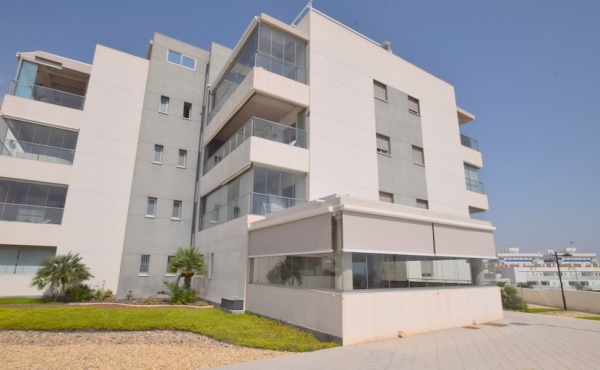 Beautiful contempoary Ground Floor Apartment in Los Dolces