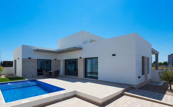 Modern detached bungalows all on one level with 3 Bedroom 2 Bathroom & Private pool 245,000€