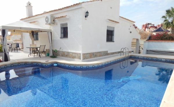 Property for sale in Villamartin (1)