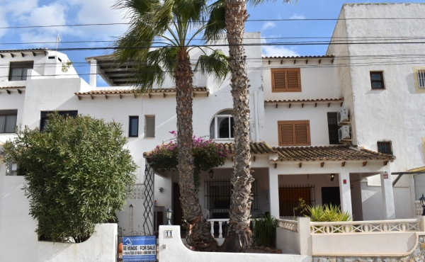 Superb Townhouse with self contained Apartment located in Villamartin